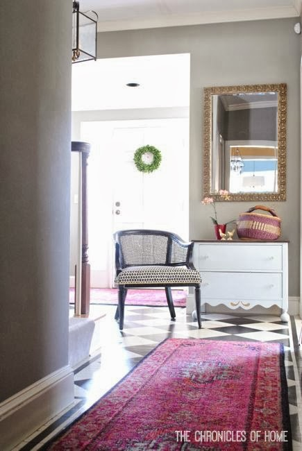 Bright rug with a checkerboard entryway floor - The Chronicles of Home