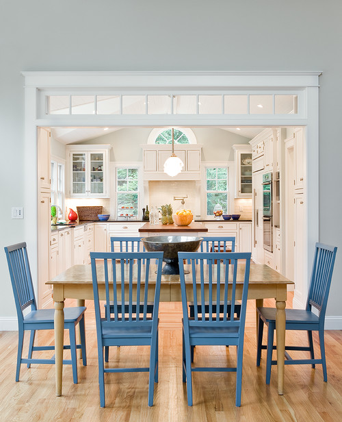 transom windows define the space between a kitchen and dining area