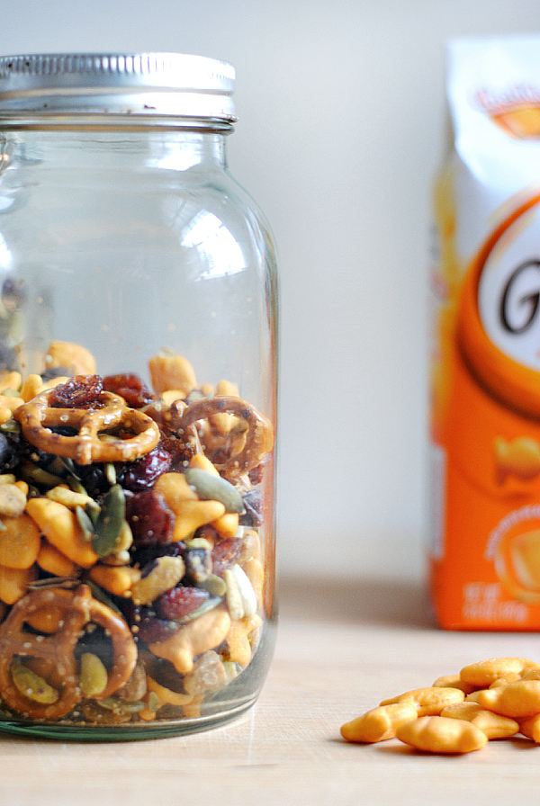 easy goldfish cracker snack mix