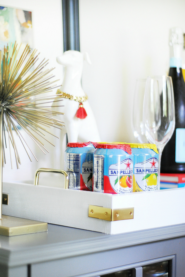 Make your own lacquered tray with brass accents by following this easy tutorial!