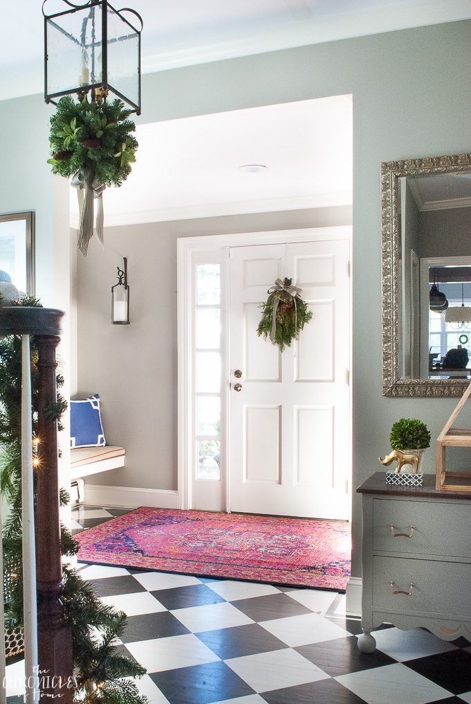 Classic Christmas entryway-1