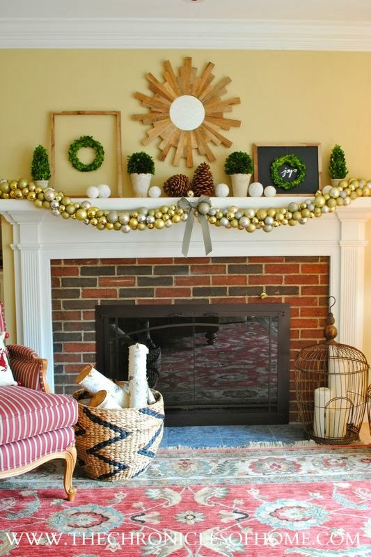 christmas-mantle-boxwoods-and-gold