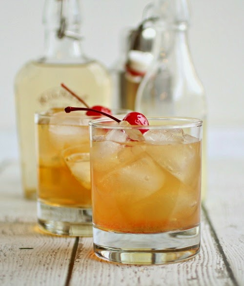 Nine fall cocktails that will have you acting like a seasoned mixologist at home! Perfect for any fall occasion - fall dinner party, Thanksgiving cocktail, holiday cocktail, Christmas cocktail, you name it! So many delicious ideas to try.