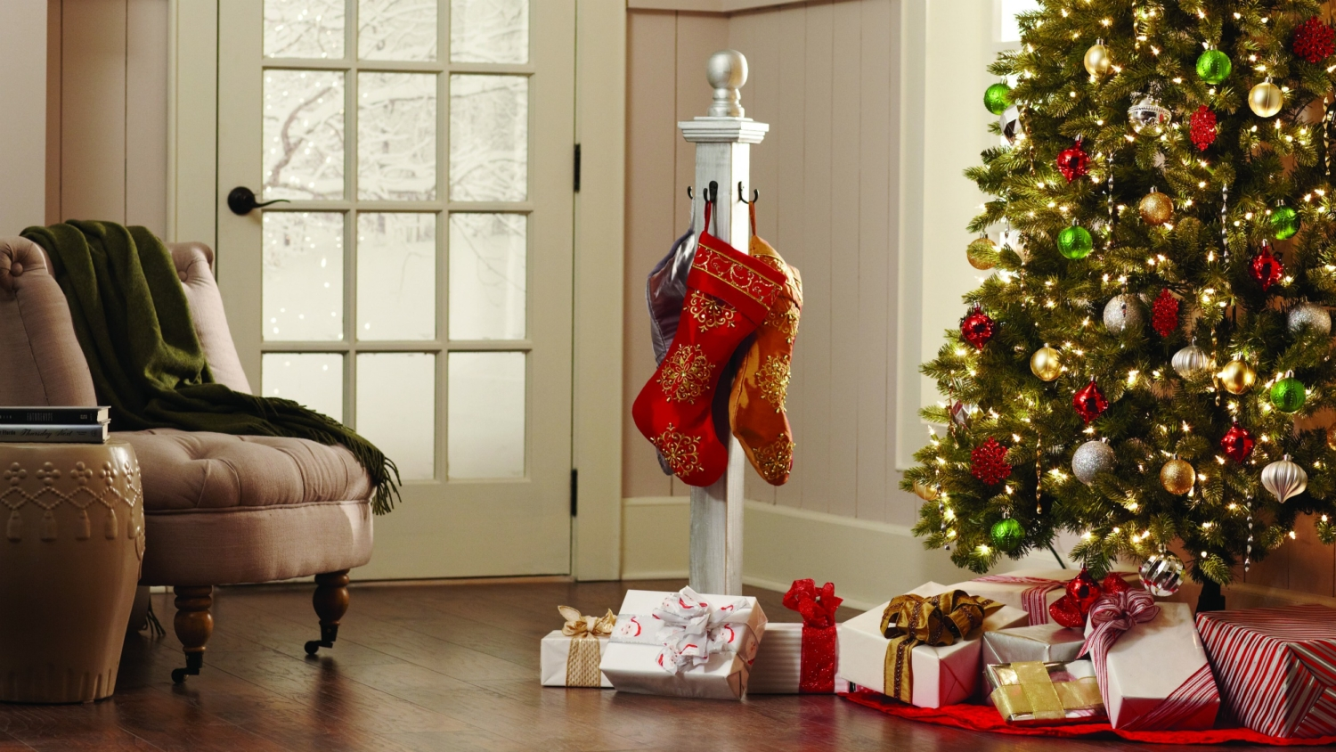 DIY holiday stocking post, perfect for hanging Christmas stockings when you don't have a mantle or just want to add them somewhere else in the house! Learn how to make this Christmas decoration for free!! #DIHWorkshop #sponsored