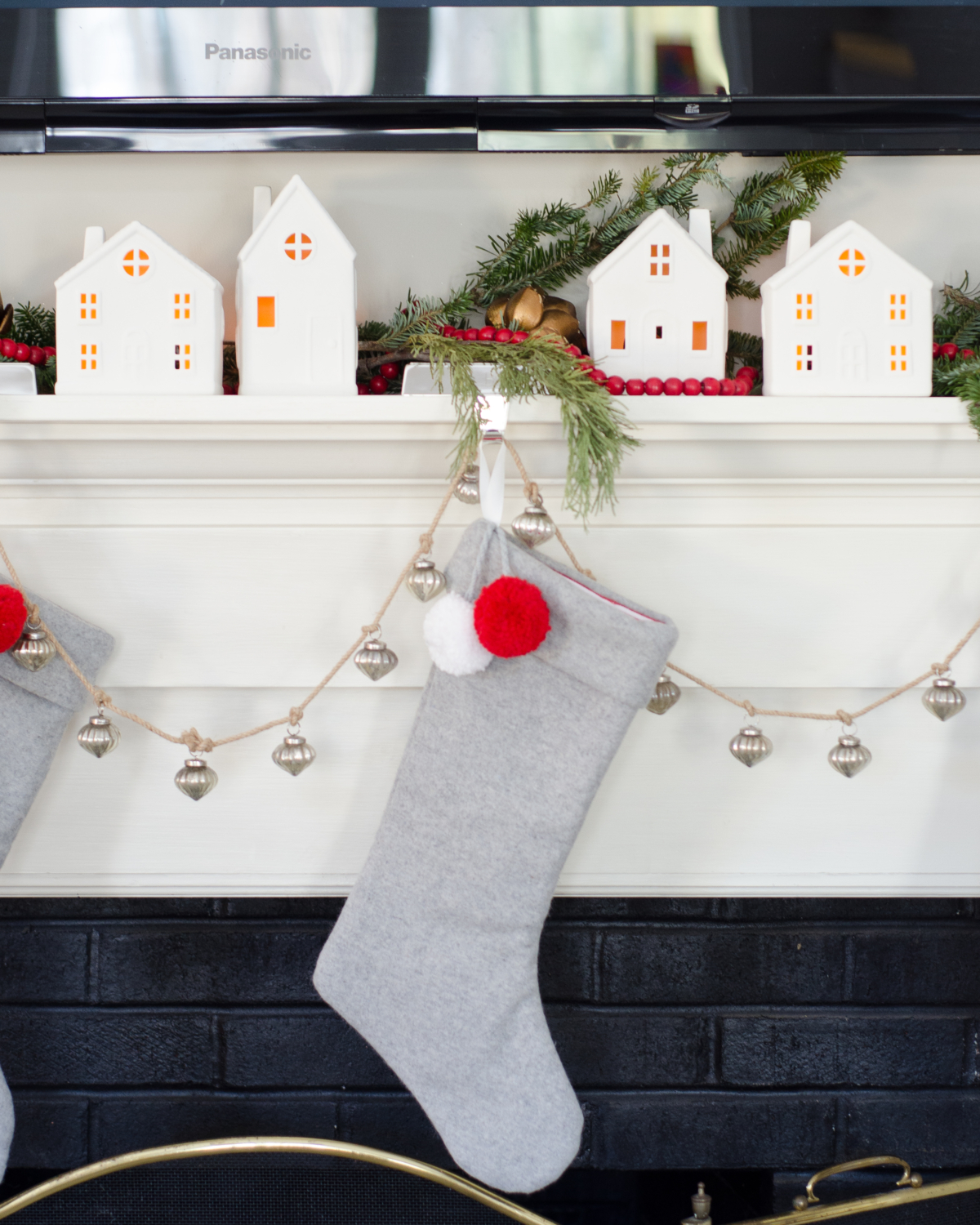 classic-christmas-mudroom-and-family-room-14