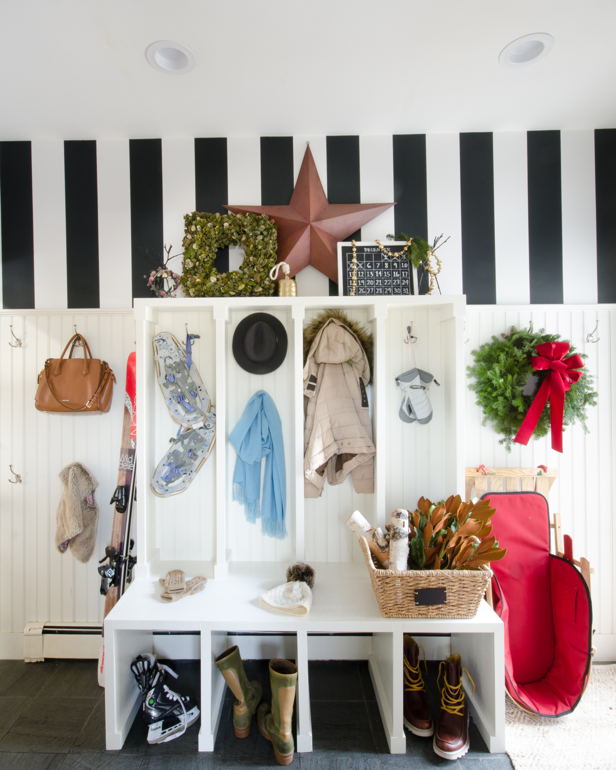 classic-christmas-mudroom-and-family-room-18