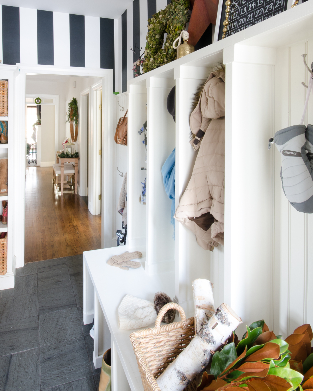 classic-christmas-mudroom-and-family-room-19