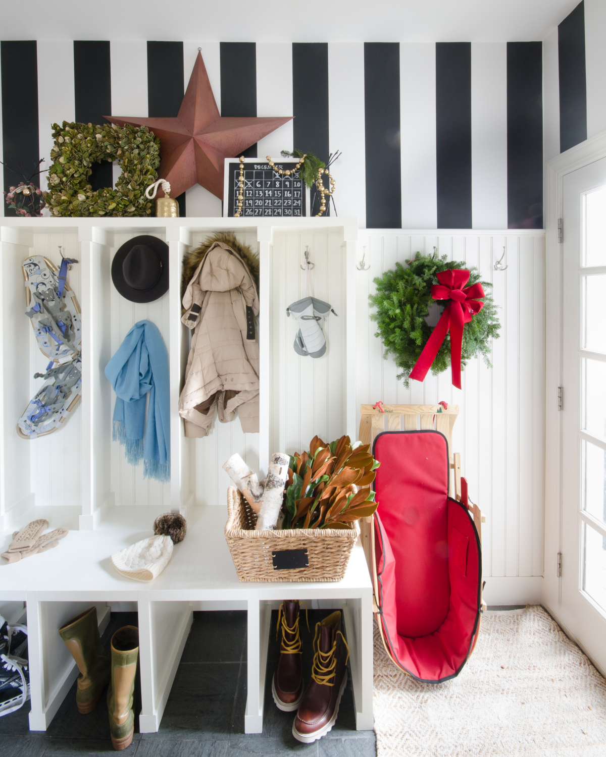 classic-christmas-mudroom-and-family-room-20