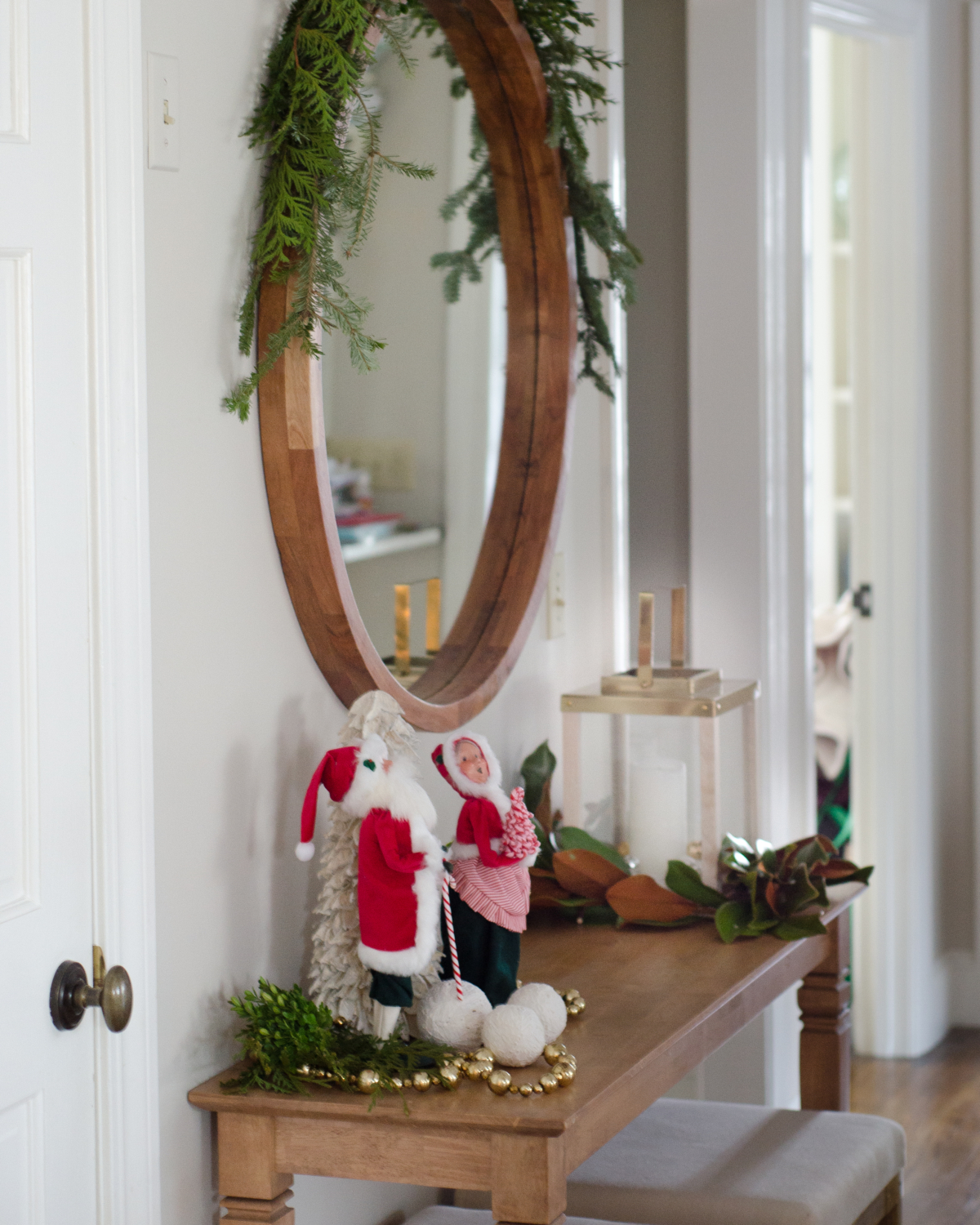 classic-christmas-mudroom-and-family-room-24