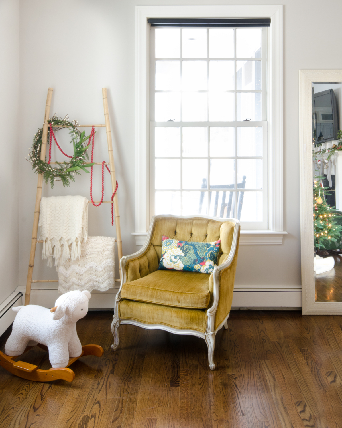 classic-christmas-mudroom-and-family-room-6