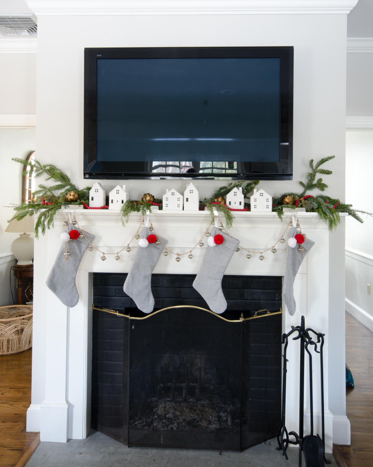 classic-christmas-mudroom-and-family-room-7
