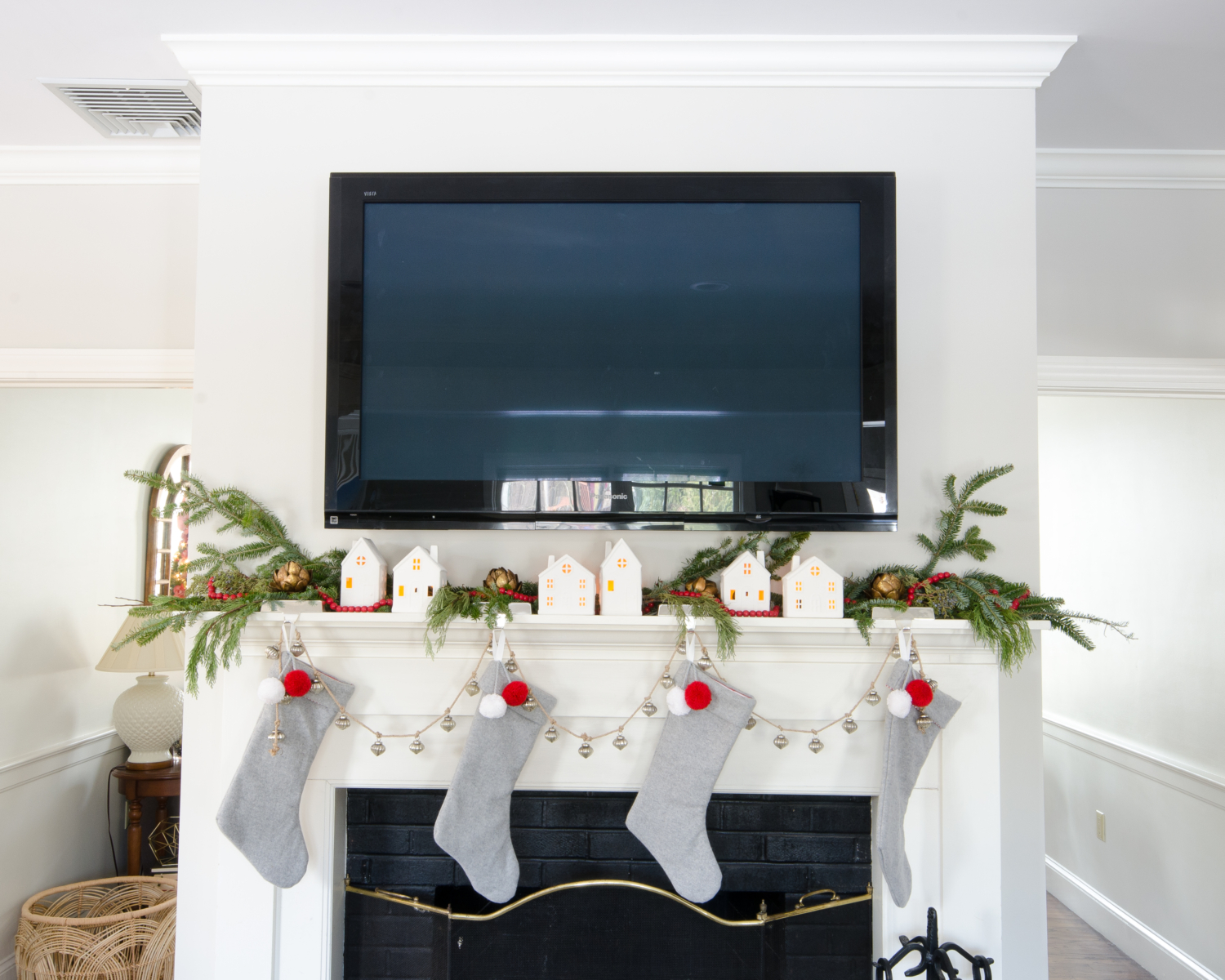 classic-christmas-mudroom-and-family-room-8