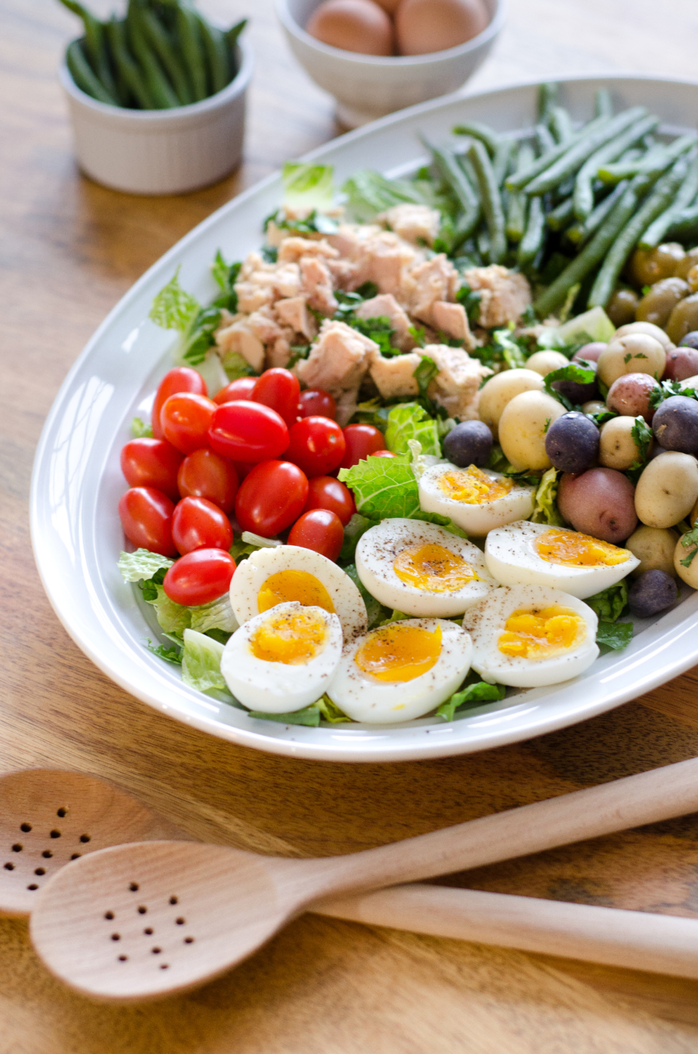 Easy tuna nicoise salad, like sunshine on a plate, perfect for a quick lunch or amazing healthy dinner. Whole 30 recipe, Paleo recipe too!