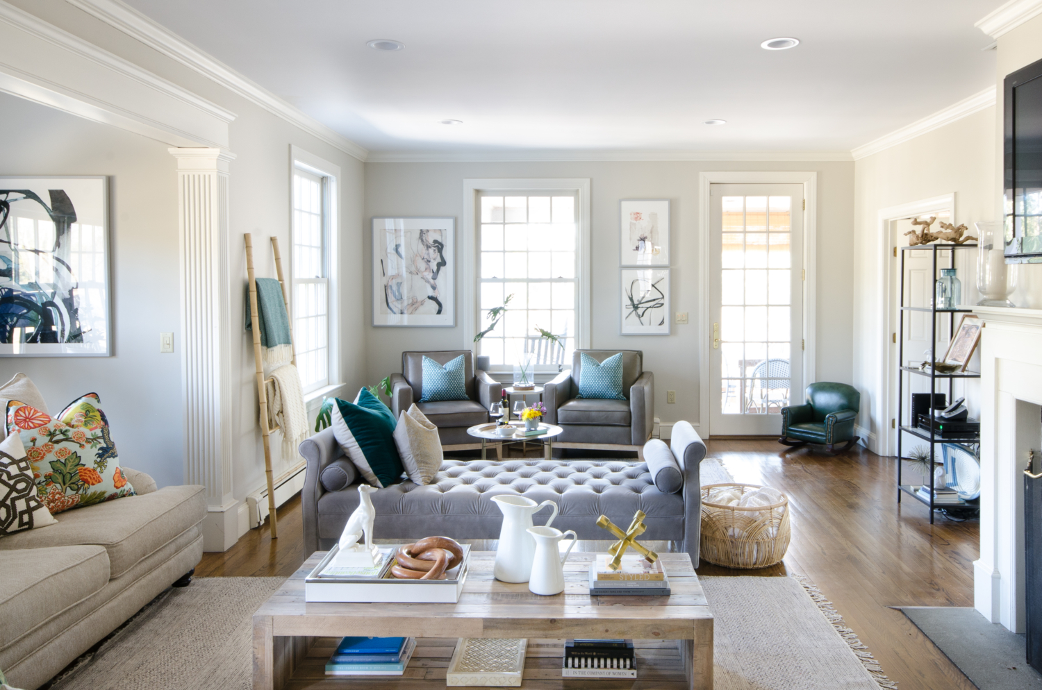 A Stylish Family Room Thats Both Chic And Friendly Featuring Neutral Furniture Thoughtful