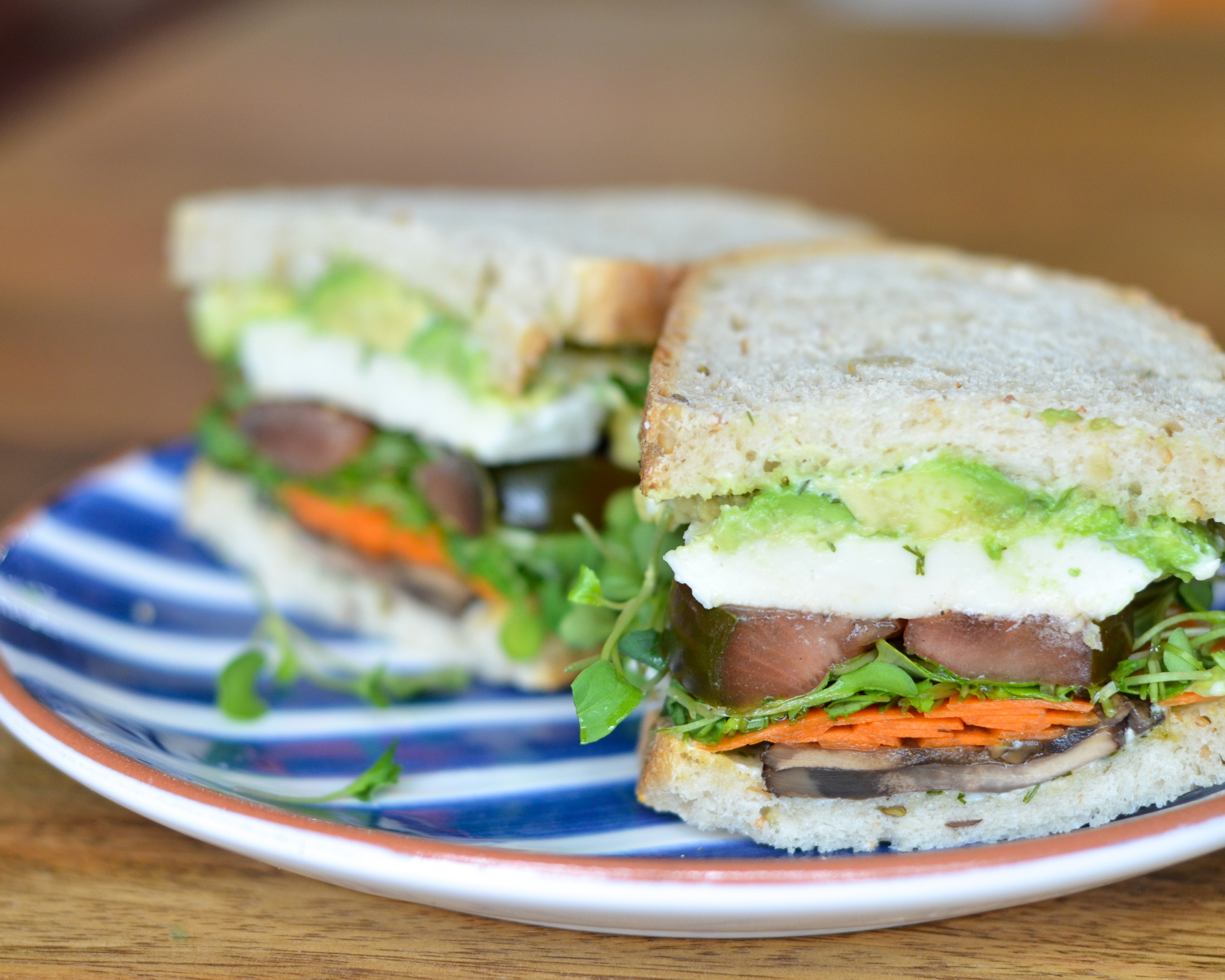 The ultimate veggie sandwich recipe - you do not have to wait for a restaurant to make you an amazing veggie sandwich for lunch. Feed yourself well at home in about 15 minutes!