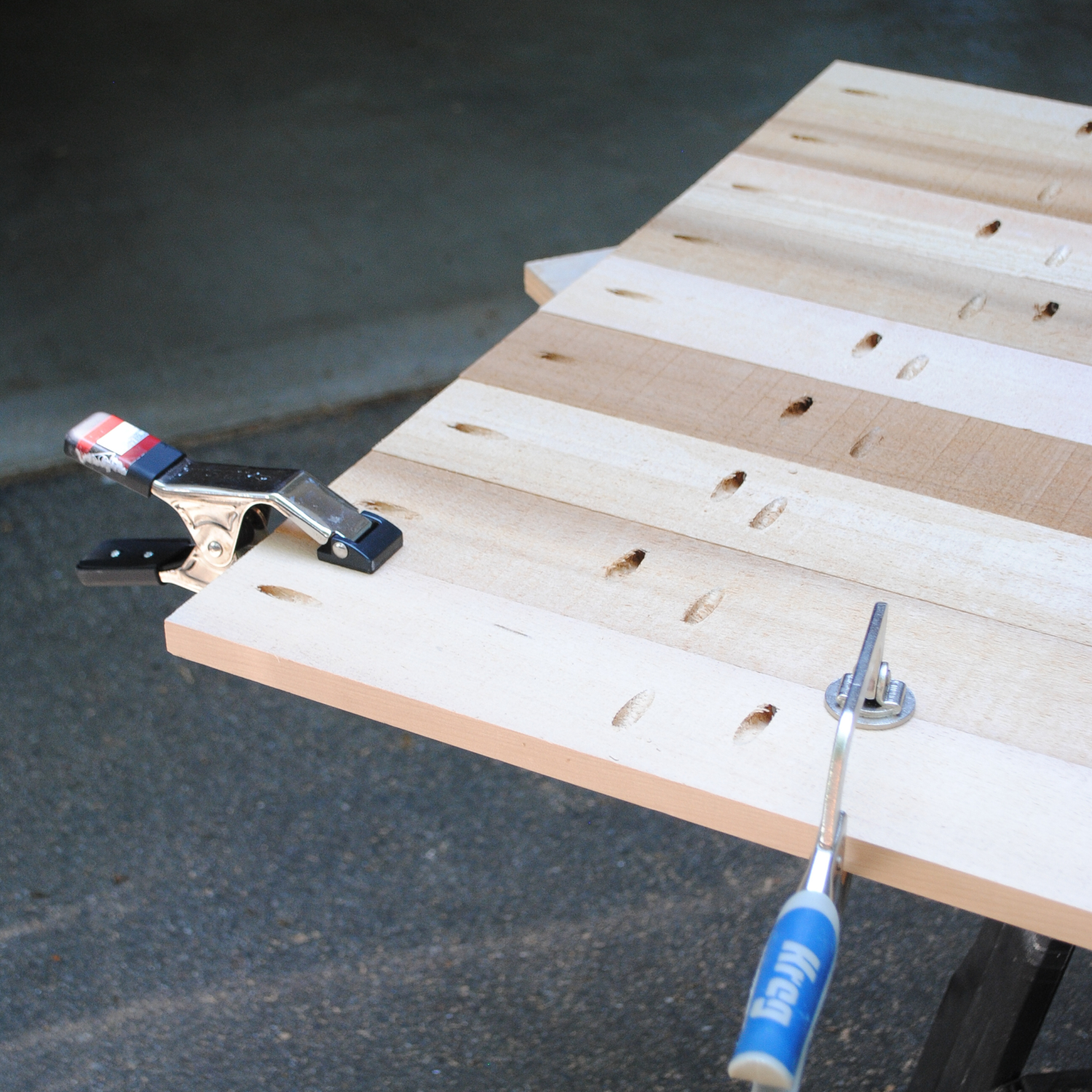 Use A Kreg Jig To Drill Two Pocket Holes At Each End Of The 36u2033 1x4s. Align  One Of These Boards Perpindicular To One Short End Of The Table Top, ...