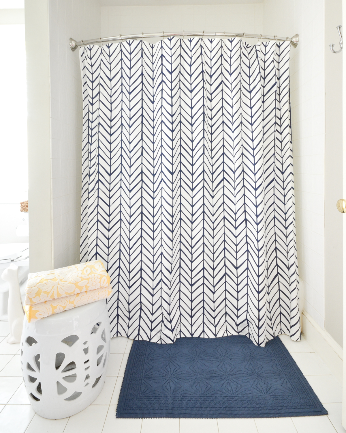 Easy tips for a clean bathroom that you can use everyday, plus sources for this pretty, simple white and navy bathroom