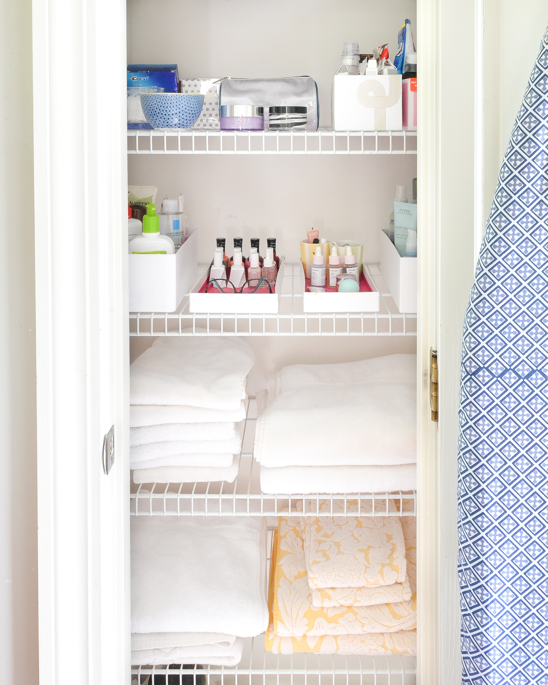Easy tips for a clean bathroom the chronicles of home for Cleaning bathroom tips