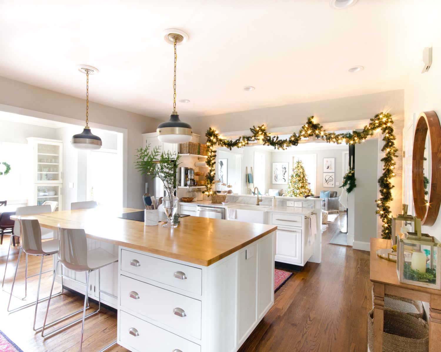 A simple and beautiful classic Christmas kitchen